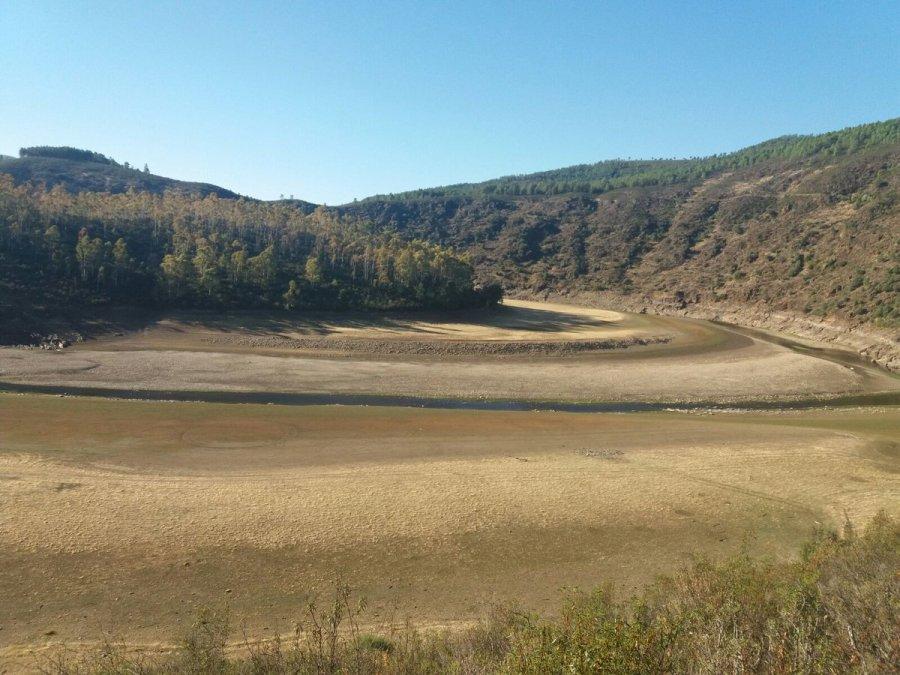 Cola del pantano Gabril y Galán Cáceres_(@CazaChoris)